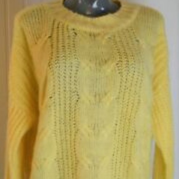 Almost Famous Cable Knit Yellow Sweater M